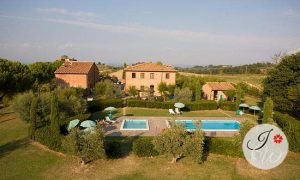 Weddings in Country Farmhouses in Tuscany.