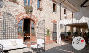 Outdoor wedding in agriturismo in Tuscany